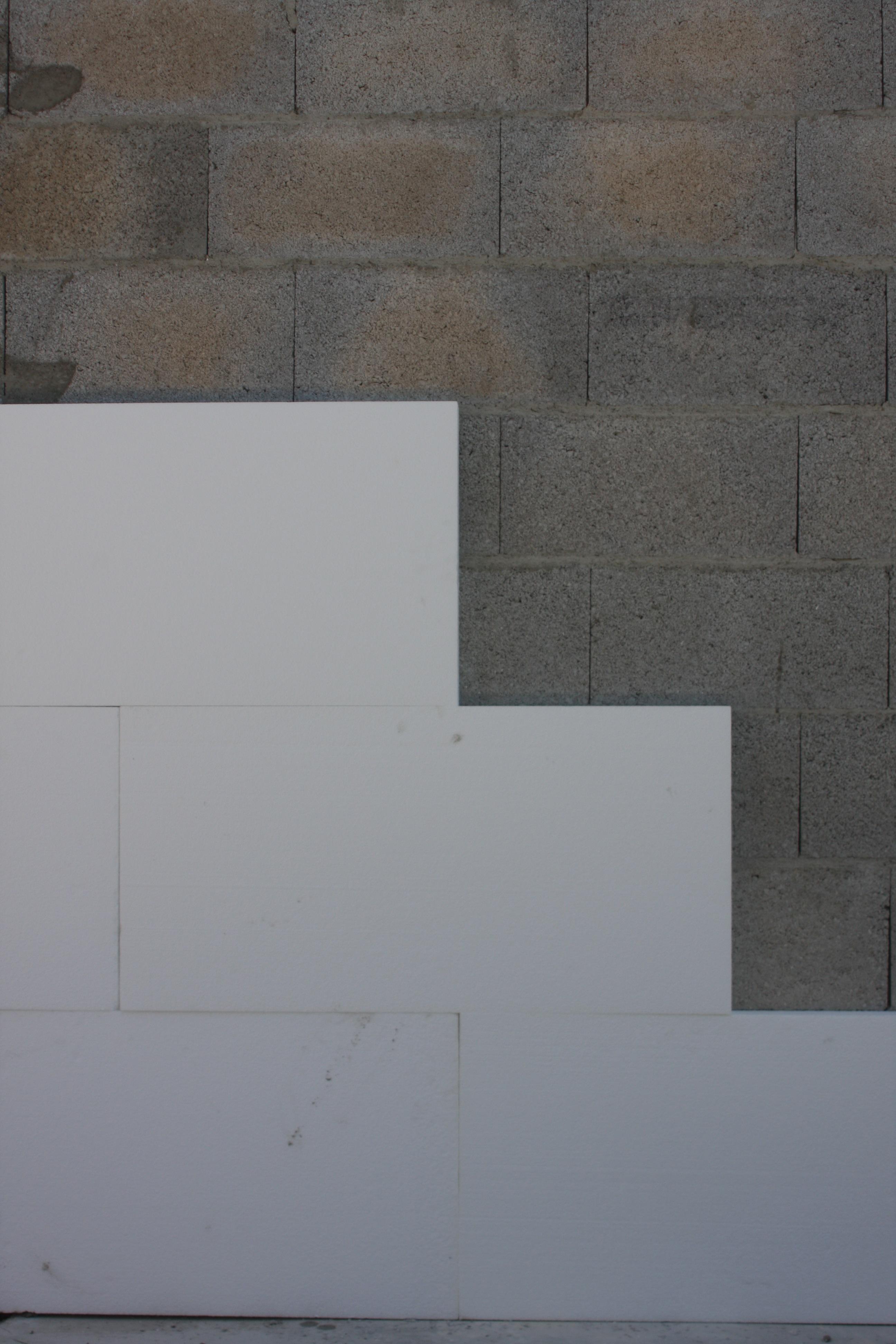 Pose des panneaux façon coupe de pierres puis contrôle de la planimétrie